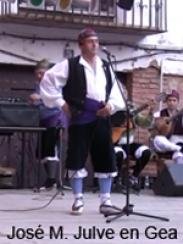 José M. Julve canta junto al grupo Armonía del Jiloca